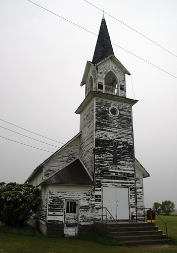 Abandoned church — image at http://community.livejournal.com/abandonedplaces/998246.html