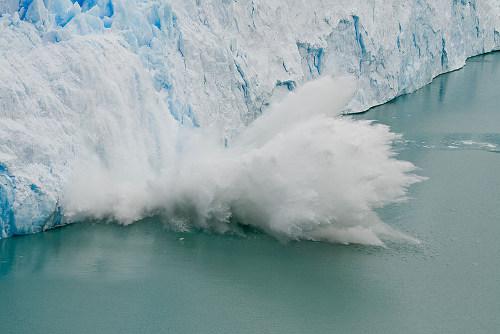 500px-perito_moreno_glacier_ice_fall