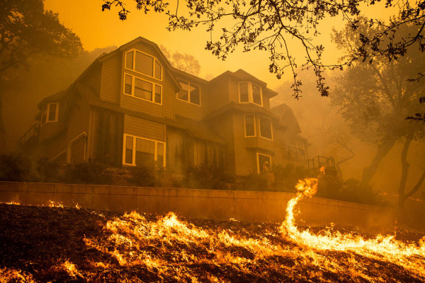 Tubbs Fire image from fake news story at newsyoucantuse.com